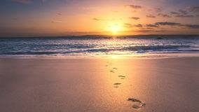 Des pas sur le sable