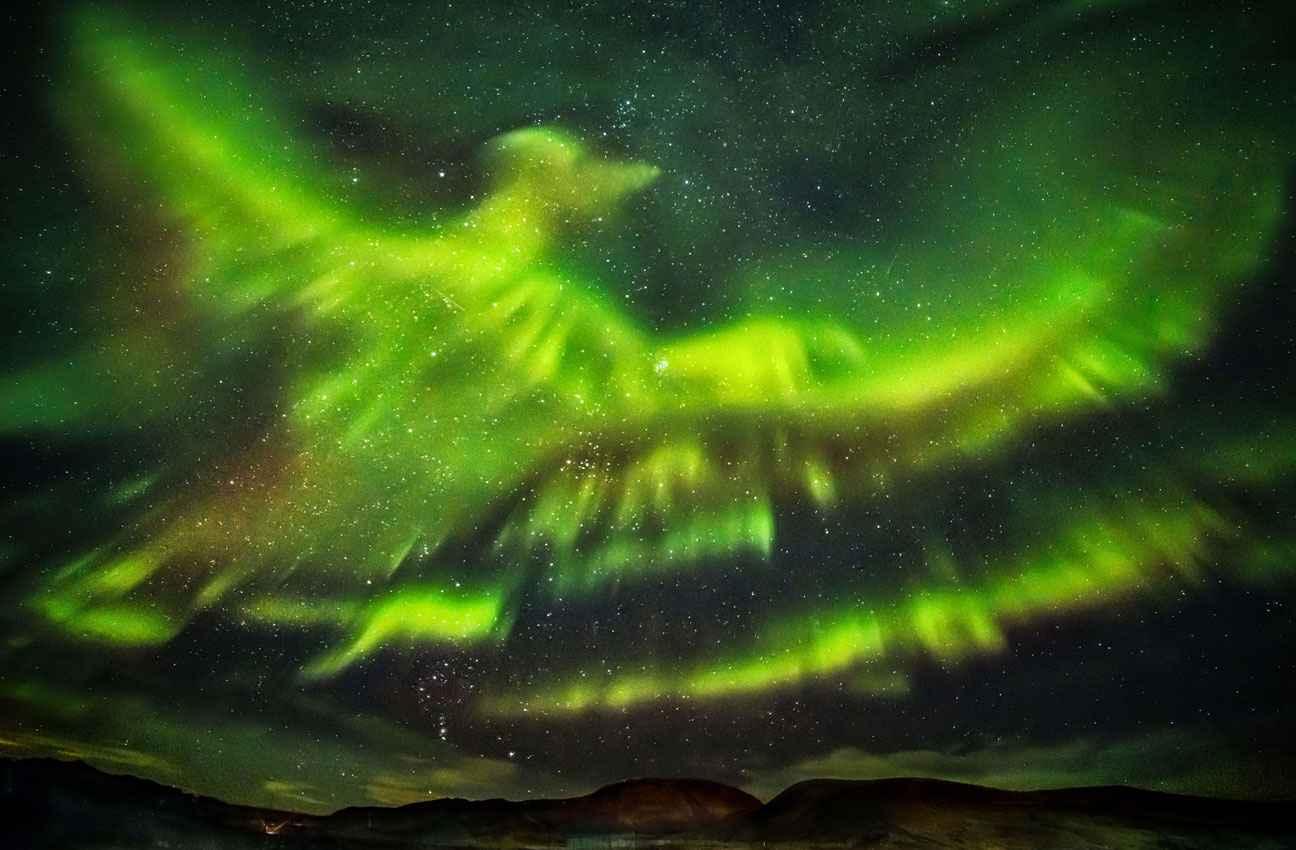 2048x1536-fit_photographe-hallgrimur-p-helgason-immortalise-aurore-boreale-forme-phoenix-ciel-kaldrsel-islande.jpg