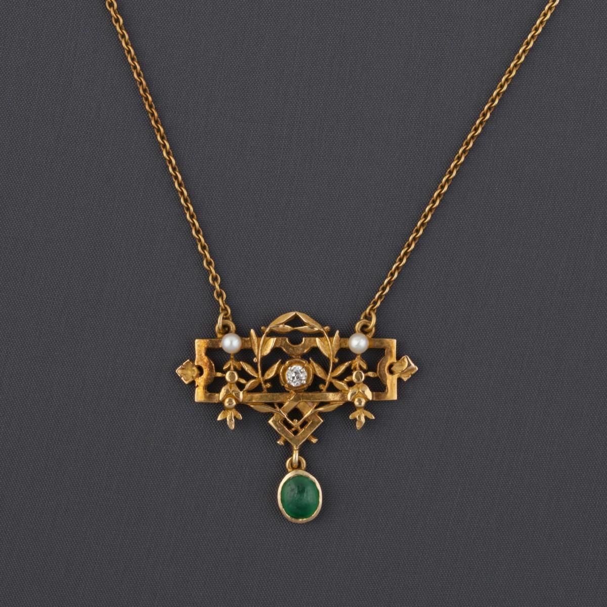 collier-motif-floral-et-pierres